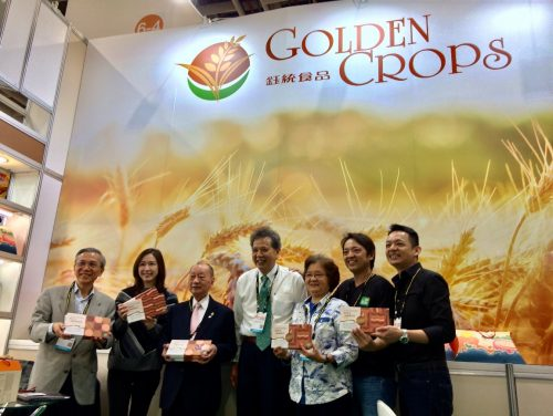 圖6、張董事長、陳秘書長與鈺統食品公司員工及來賓合影